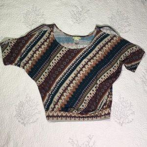Cute little crop shirt with open shoulders